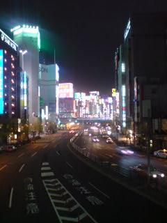 眠らない街・新宿「各停 京王多摩センター」にて