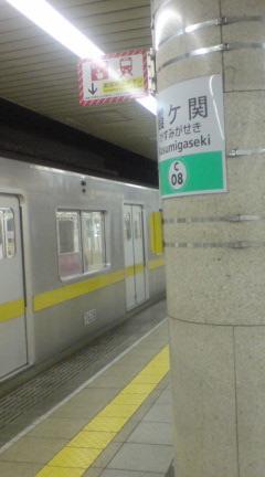 千代田線霞ヶ関駅に現れた有楽町線の車両…てことは